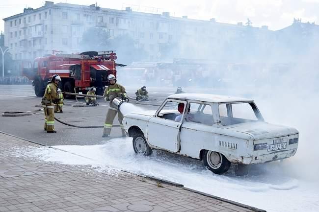 Глава ЛНР осмотрел прибывшие из России новые образцы пожарной техники