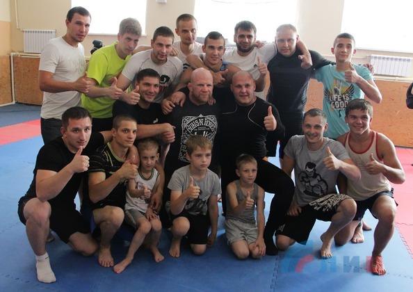Американский боец смешанных единоборств встретился со спортсменами Луганска (ФОТО)