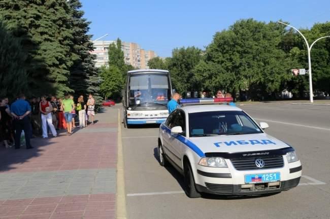 Дети сотрудников МВД ЛНР отправились в российский военно-спортивный лагерь