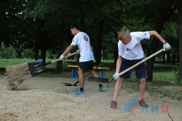 Луганские стройотряды планируют облагородить парк имени Щорса за две недели (ФОТО)