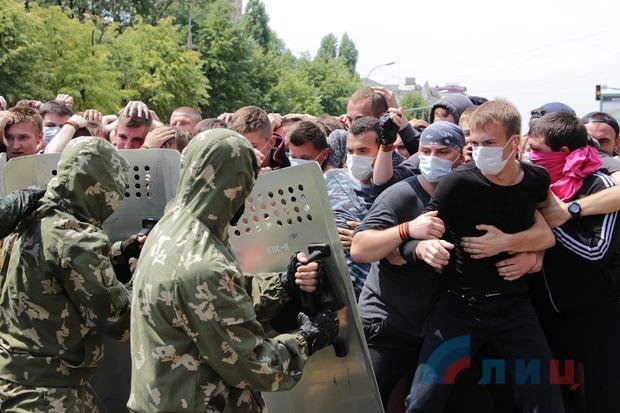 Жители ЛНР учатся противодействовать членам иностранных вооруженных миссий (ФОТО)