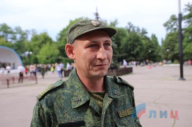 Народная милиция организовала концерт для жителей прифронтовой Брянки (ФОТО)