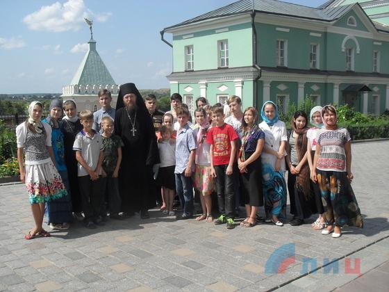 Дети и преподаватели из Луганска посетили святые места Калужской области (ФОТО)