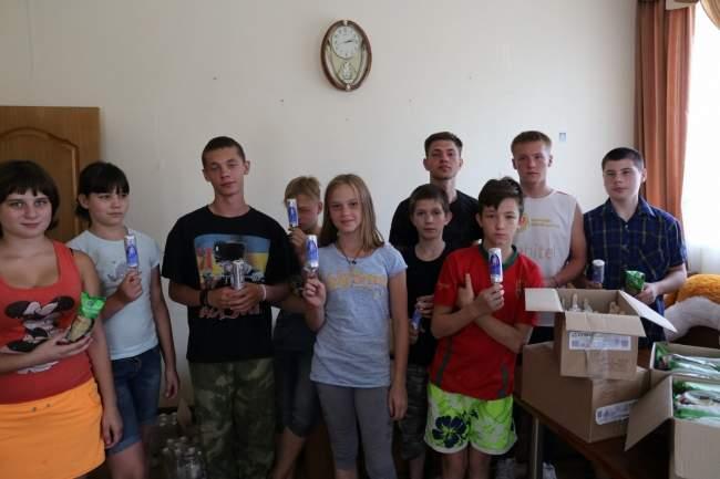 Сотрудники УЭБ МВД угостили воспитанников детского дома мороженым (фото)