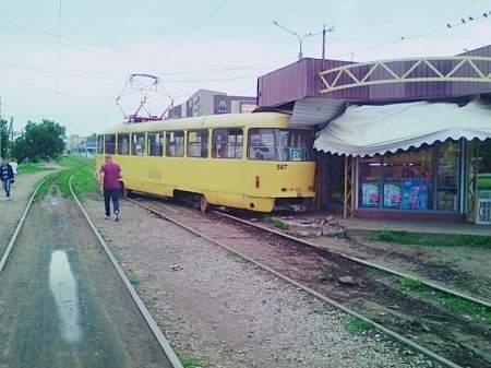 Трамвай в Харькове сошел с рельсов и врезался в киоск 16:38 Нацгвардия набирает контрактников до первой бригады по стандартам НАТО