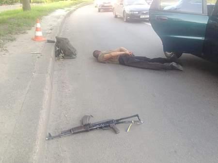 Нетрезвый мужчина в Харькове стрелял из автомата в такси