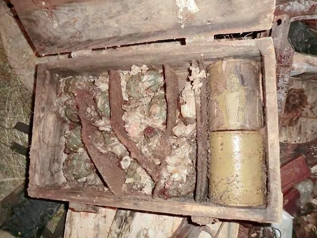 """В Антрацитовском районе выявлен """"схрон"""" с оружием, боеприпасами и взрывчатыми веществами"""