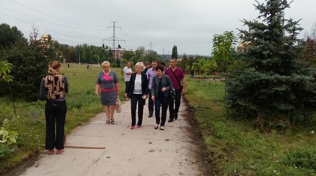 Жители Алчевска в годовщину освобождения города заложили сквер Второго Сентября (ФОТО)
