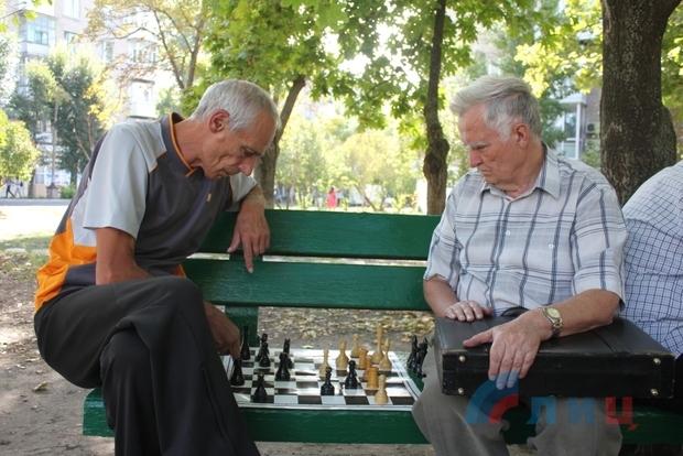 Военно-спортивные соревнования объединили молодежь и ветеранов Луганска (ФОТО)