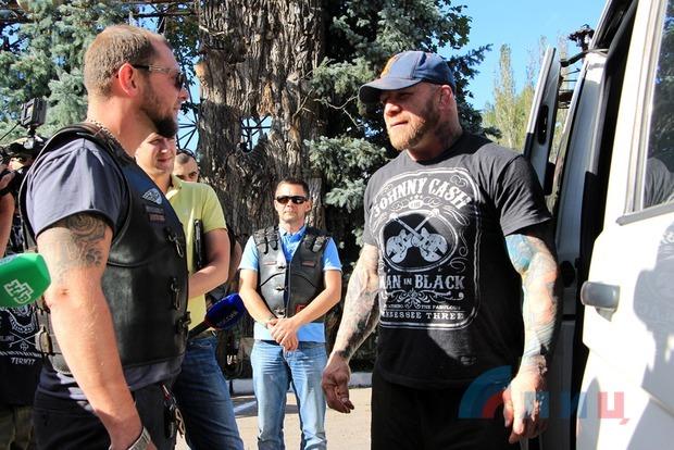 Американский боец ММА Джефф Монсон приехал в Луганск, где хочет получить паспорт ЛНР (ФОТО)