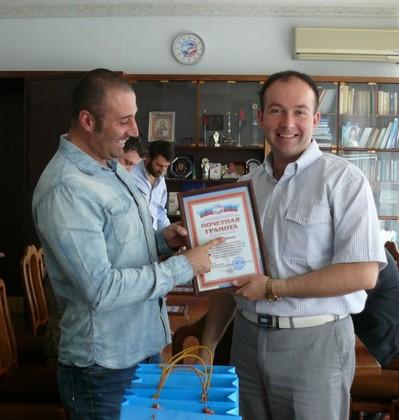 Профсоюзный лидер ЛНР наградил итальянских рокеров за солидарность с народом Донбасса (ФОТО)