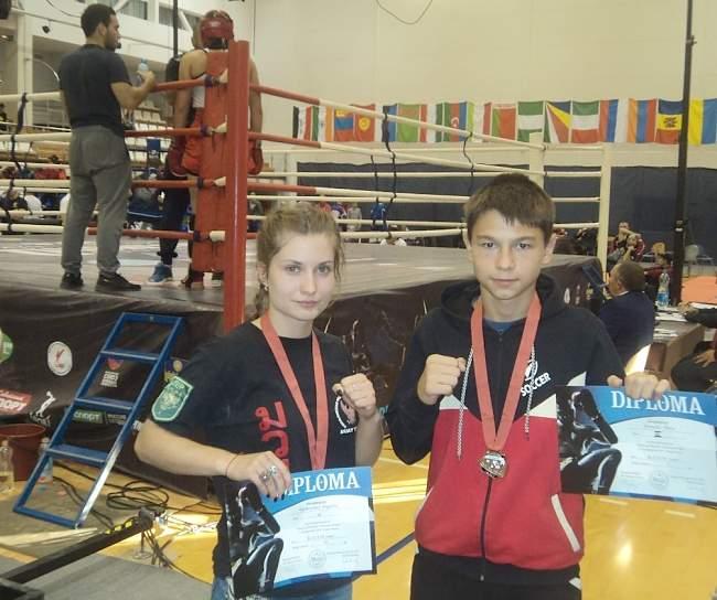 Две медали на Кубке мира по кикбоксингу завоевали спортсмены из Ровенек