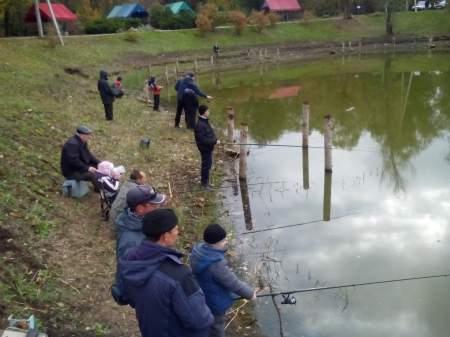 Юные любители рыболовного спорта закрыли сезон на озере «Восьмерка»