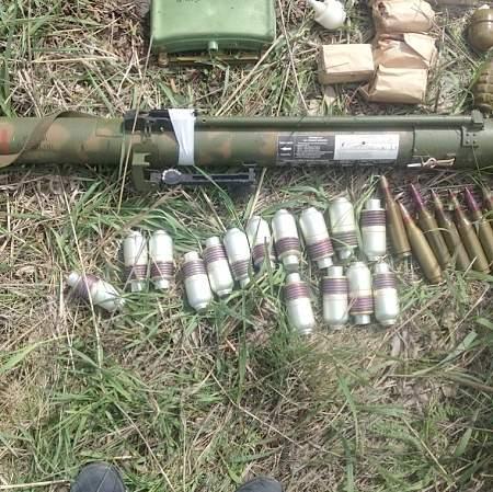 В Славяносербском районе обнаружен тайник с оружием и боеприпасами