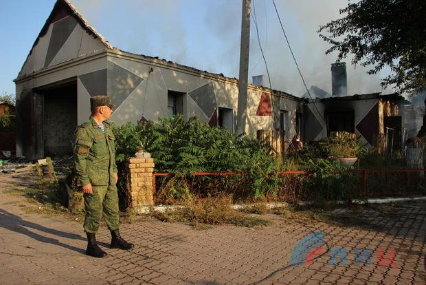 ВСУ минометным огнем уничтожили жилой дом в пригороде Луганска – Народная милиция (ФОТО)