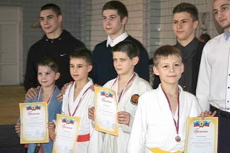 Почти 180 юных спортсменов из пяти городов Республики сразились в новогоднем турнире по дзюдо