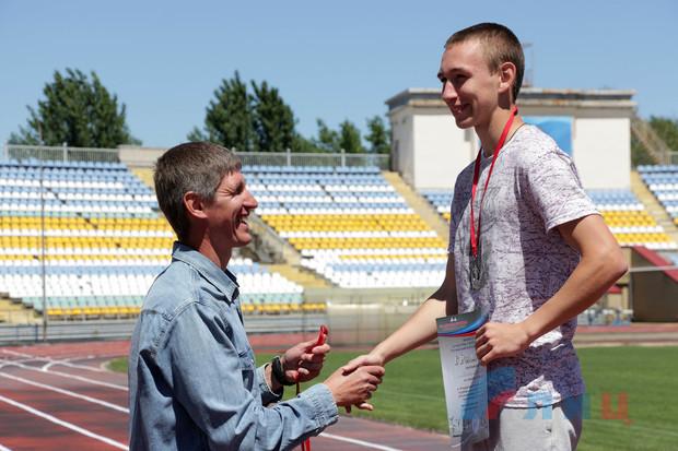 Семь легкоатлетов из подконтрольных ВСУ районов стали призерами второго дня турнира в ЛНР (ФОТО)