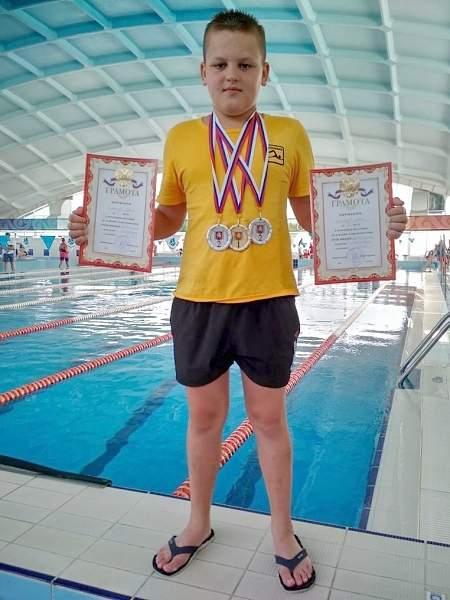 Луганские пловцы завоевали 12 медалей на соревнованиях в Крыму