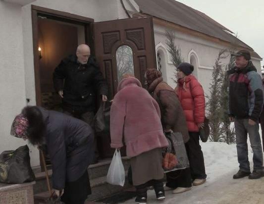 Для прихожан луганского храма военнослужащие ЛНР привезли более 500 килограмм продуктов и сладостей