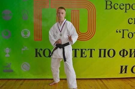 Каратист из Молодогвардейска стал серебряным призером соревнований «Антитеррор» в Ставрополе