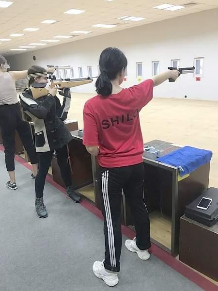 Луганская спортсменка завоевала первое место на соревнованиях по стрельбе в Краснодаре