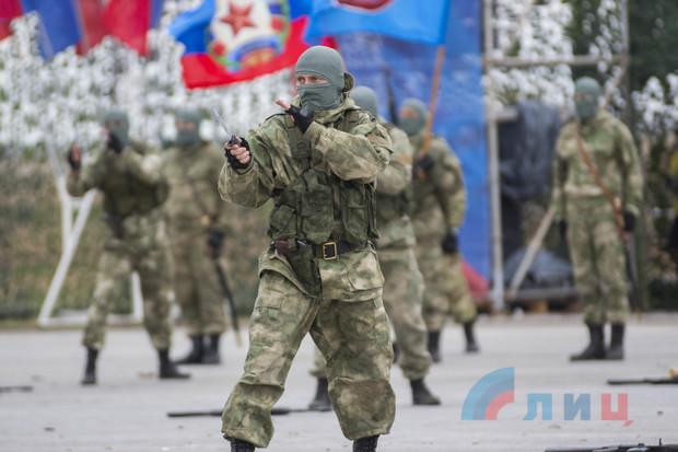 Народная милиция ЛНР отметила свое пятилетие парадом и показательными выступлениями (ФОТО)