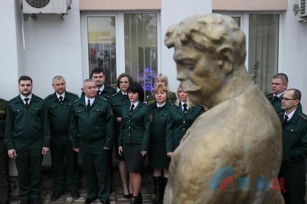 Сотрудники ГТК ЛНР почтили память земляка, сыгравшего знаменитого таможенника Верещагина (ФОТО)