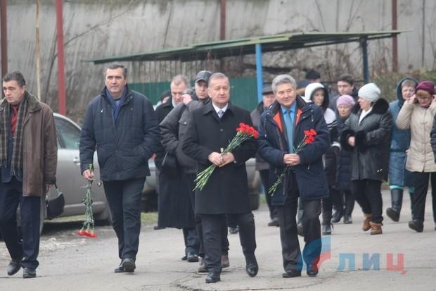 Жители Луганска почтили память погибших в 2010 году при взрыве в горбольнице №7 (ФОТО)