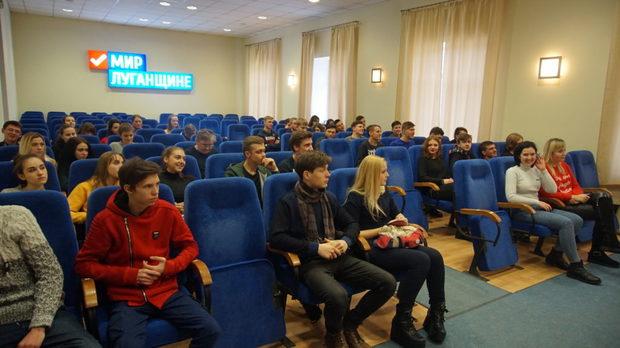 """Активисты """"Мира Луганщине"""" рассказали добровольцам Луганска о работе волонтерских отрядов (ФОТО)"""