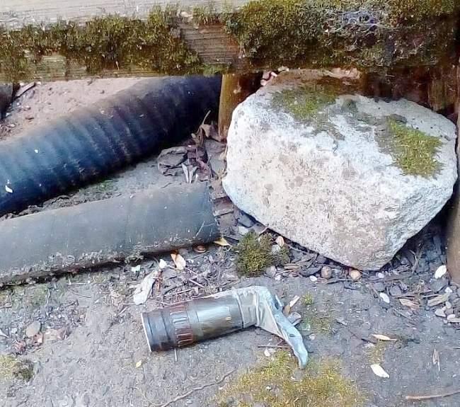 В результате обстрела со стороны украинских карателей повреждена станция скорой помощи в прифронтовом поселке Фрунзе (ФОТО)