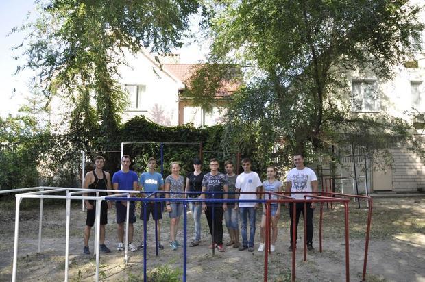 Депутаты Народного Совета, МП и студенты благоустроили в Луганске спортплощадку (ФОТО)