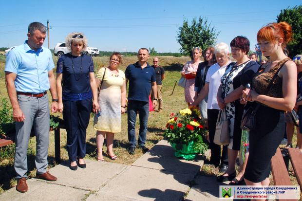 Жители Червонопартизанска почтили память земляков, погибших летом 2014 года (ФОТО)