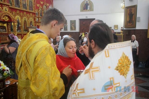 Митрополит Митрофан провел в луганском соборе службу в честь 1032-летия Крещения Руси (ФОТО)