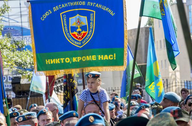 Торжественное открытие Сквера десантников и бюста Маргелова состоялось в Луганске (ФОТО)
