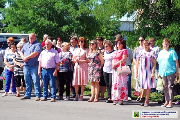 Жители Свердловска в шестую годовщину освобождения района от ВСУ почтили память погибших (ФОТО)
