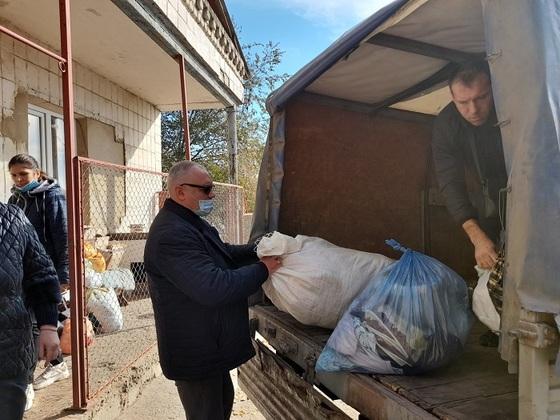 """Представители ОП ЛНР и ЛУВО """"Восток"""" передали помощь луганскому приюту для животных (ФОТО)"""