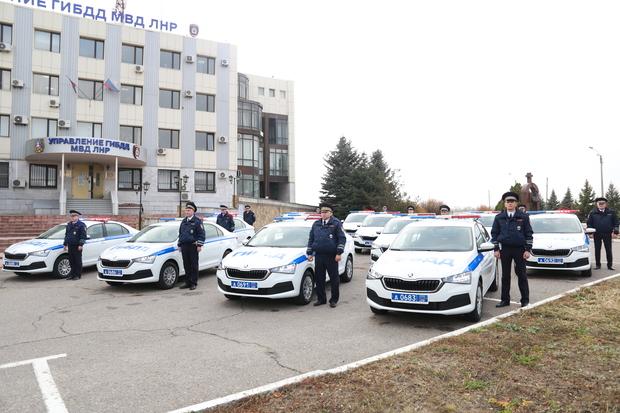 МВД передало управлению ГИБДД 14 новых патрульных автомобилей (ФОТО)