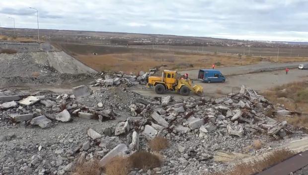 Минтранс ЛНР в ходе тренировок демонтировал часть поврежденного моста у Георгиевки (ФОТО)