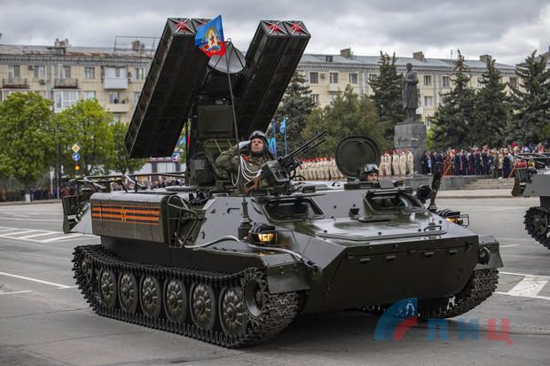 Парад Победы прошел в Луганске с участием более 100 ед. техники и двух тыс. военнослужащих (ФОТО)